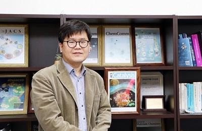 화학 이인수 교수-UNIST 공동연구팀, 반응 속도와 자극을 '빛으로 원격제어'하는 플라스몬-촉매-나노반응기 개발